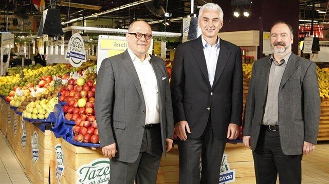 Carrefoursa Genel Müdürü Hakan Ergin (en solda)