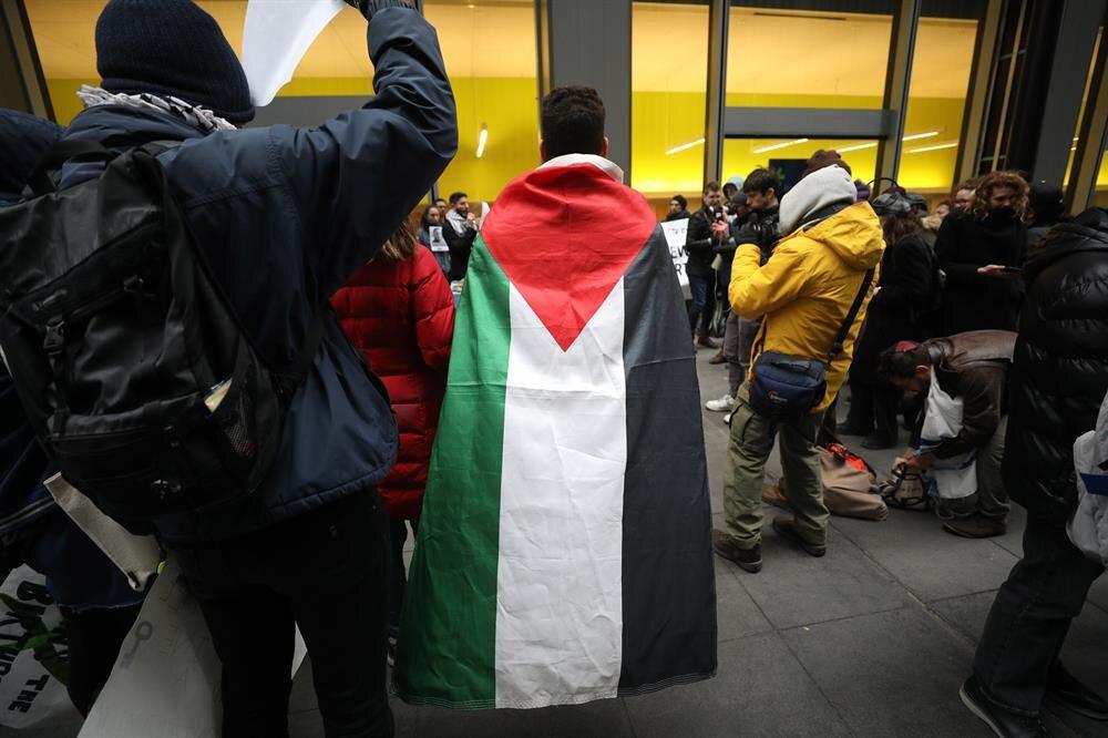 Filistinlilere yönelik şiddet olayları protesto edildi.