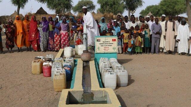 Açılan 30 kuyudan yaklaşık 20 bin Sudanlının yararlanacağı tahmin ediliyor.