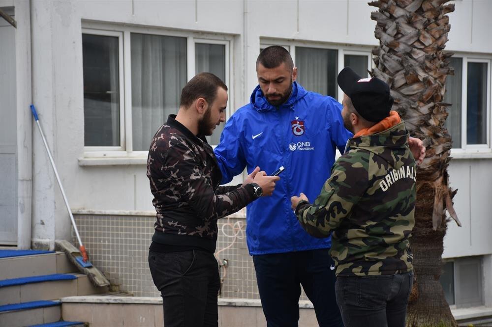Trabzonspor'da oynamaktan dolayı mutlu olmasına rağmen Burak Yılmaz evlat hasreti çekiyor. nFotoğraf: AA