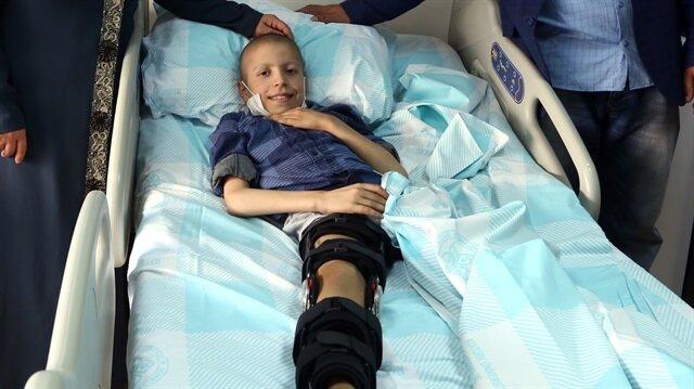 Ortalama 6-8 ay gibi bir süre sonra Dızman'ın ameliyatlı bacağı üzerine yürüyebilecek.