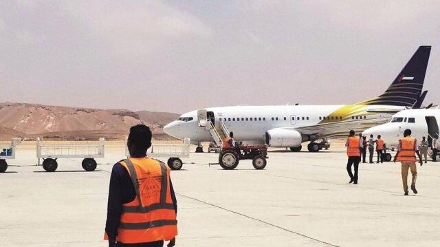 BAE Mogadişu'da suçüstü yakalamış Somali hükümeti para dolu valizlere el koymuştu.