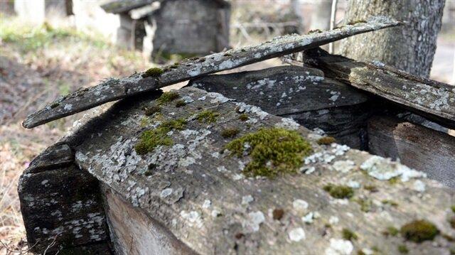 19 mezarın neden ahşaptan yapıldığı bilinmiyor.