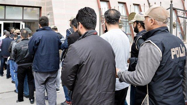 Bitlis merkezli FETÖ operasyonu: 25 polise gözaltı