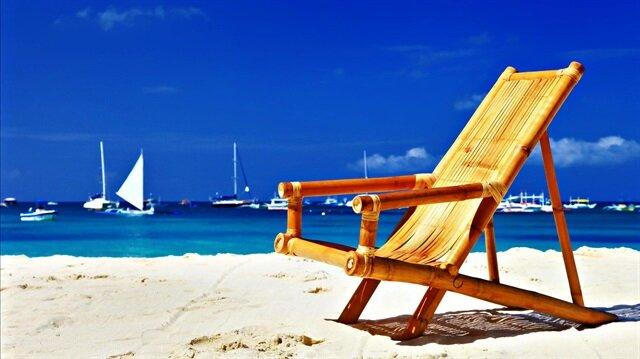 2015'te 36 milyon turist, 32 milyar dolar gelir varken, bu, geçen sene 38 milyon turist, 22 milyar dolar gelir seviyesindeydi.