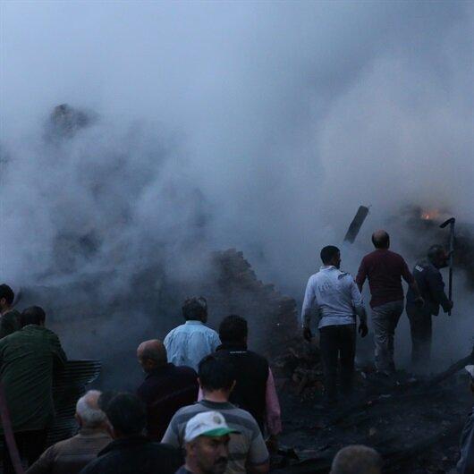 Düzce'de hayvanları yanan ahırdan kurtardılar