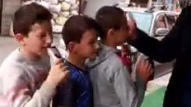Çocukların tokat yemek ve karşılığında dondurma almak için sıraya geçtiği görüldü.