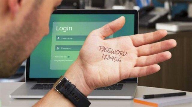 Geçtiğimiz yıl siber güvenlik uzmanları Dark Web üzerinde 41 GB büyüklüğünde 250 farklı web sayfasından 1 milyar 400 milyon 533 bin 869 kişinin e-posta ve parola bilgisinin yayınlandığını belirtmişti.