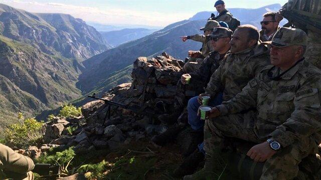 Tunceli'de teröristlerin 'girilemez' dediği alanda Vali ile Mehmetçik çay içti