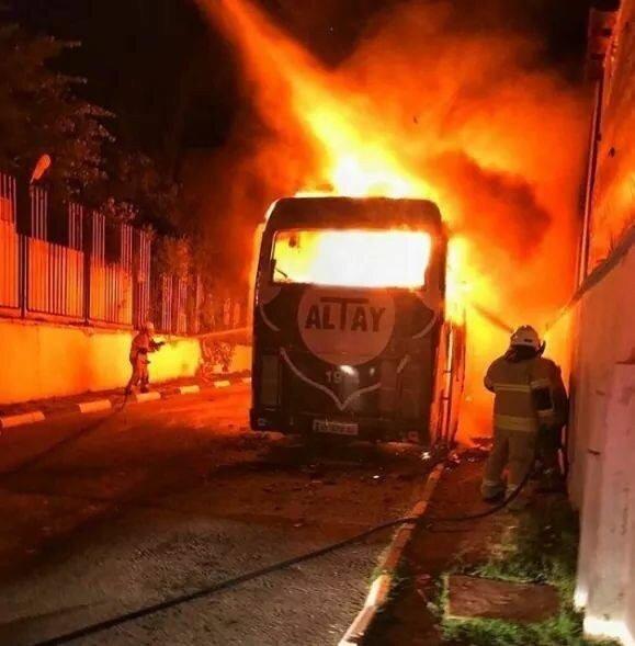 Yangın kısa sürede kontrol altına alınarak söndürülürken olayla ilgili başlatılan soruşturma sürüyor.