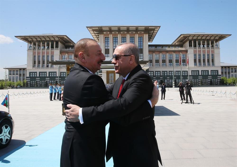 Turkish President Erdoğan welcomes his Azerbaijani counterpart Aliyev.