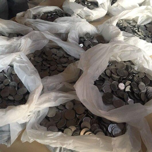 Elazığ'da tarihi konakta bulundu: Taşı çektiler paralar döküldü
