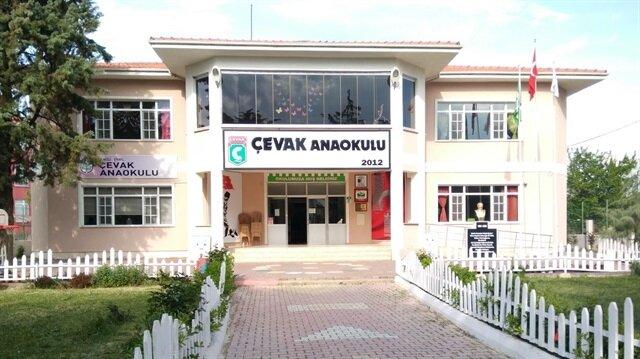 Denizli'nin Çivril ilçesinde, yedikleri yemekten zehirlenen 80 anaokulu öğrencisi ve bir personel, kaldırıldıkları hastanede tedavi altına alındı.