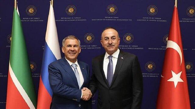 Tatarstan President Rustam Minnikhanov (L) and Foreign Minister Mevlüt Çavuşoğlu (R).
