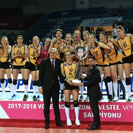 Vakifbank women's team claims volleyball league title