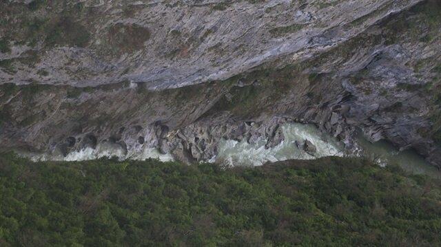 Valla Kanyonu'nun uzunluğu 12, derinliği ise yer yer 1,1 kilometreyi buluyor.