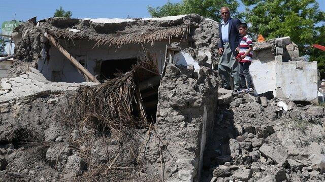 Samsat ilçesinde yaşanan 5,1 büyüklüğündeki deprem nedeniyle 267 evde hasar tespit çalışması yapıldı.