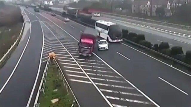 Dünyanın en aptal sürücüsünün sebep olduğu feci kaza