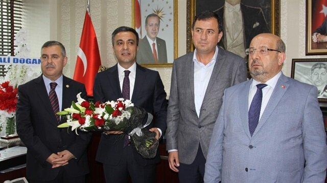 Belediye Başkanlığı makamına geçen Boz, başkanlığa vekalet eden Tuncay Koç'tan görevi devraldı.