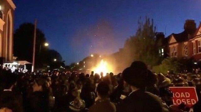 İngiltere'nin başkenti Londra'da  Yahudi sokak festivalinde meydana gelen patlamadan ilk belirlemelere göre 30 kişi yaralandı.