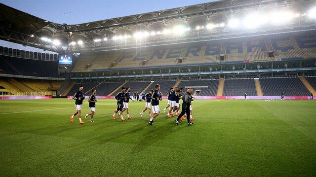Fenerbahçeli futbolcular bugün yapmadıkları idmanı Ülker Stadı'nda gerçekleştirdi.