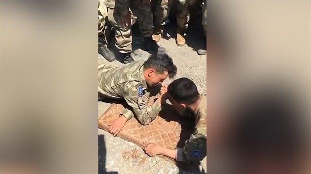 Mehmetçik bilek güreşi yaptığı Amerikan askerini hayata küstürdü