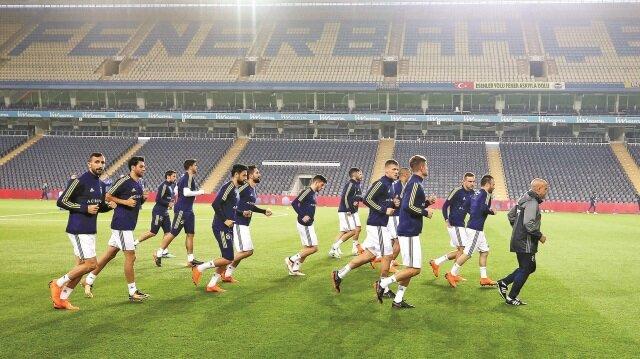 Beşiktaş, Türkiye Kupası'nda yarım kalan olaylı Fenerbahçe maçının devamına çıkmadı.