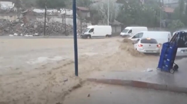 Ankara flash floods: Six injured as heavy rains cause havoc