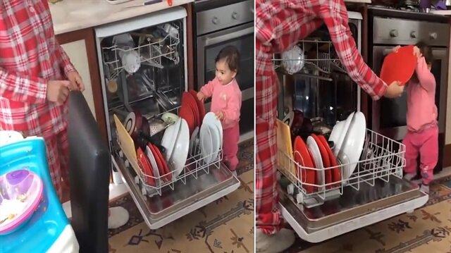Annesinin ev işlerine yardım eden dünya tatlısı minik