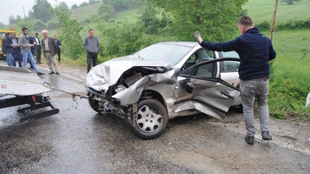 Bartın'da yağmur nedeniyle kayganlaşan yolda 2 saat içinde 11 aracın kaza yapması sonucu biri ağır 3 kişi yaralandı
