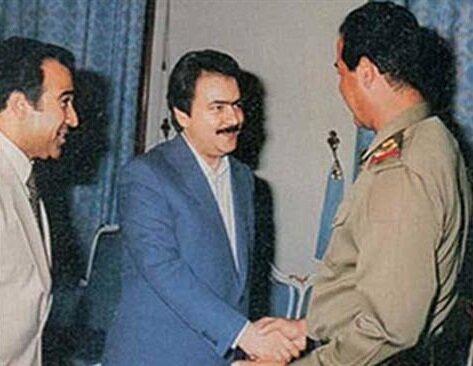 Mesud Recavi ve Saddam Hüseyin bir arada.