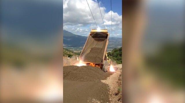 Kum dolu kamyonun dorsesi elektrik teline takılırsa...