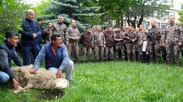 Afrin'deki görevlerini tamamlayan 22 özel harekat personeli, Eskişehir'de aileleri tarafından karşılandı.