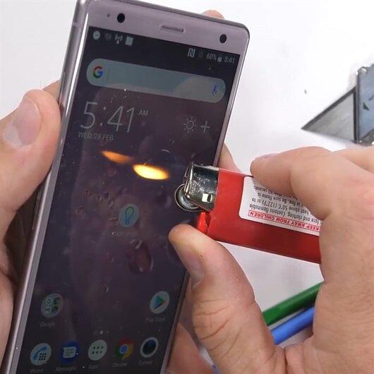 Sony Xperia XZ2 dayanıklılık testinde