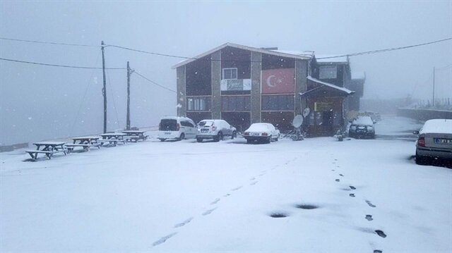 Gümüşhane'ye Mayıs ayının ortasında kar yağdı.