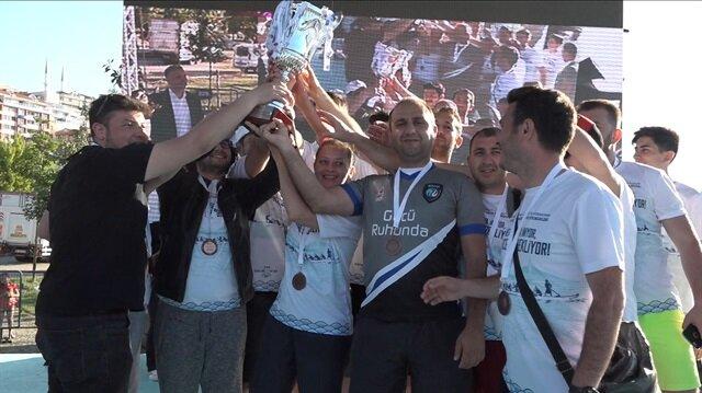 Yarışı birincilikle tamamlayan Mehmet Akif Ersoy Hastanesi Boğaz Kupası'nı almaya hak kazandı.