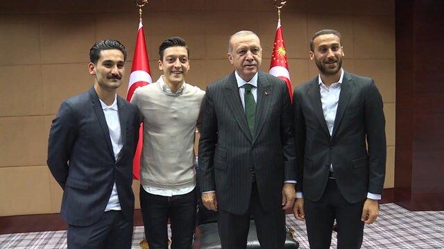 Mesut Özil, İlkay Gündoğan ve Cenk Tosun Erdoğan'la buluştu