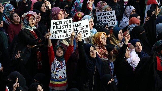 أتراك ينظمون وقفة احتجاجية أمام السفارة الإسرائيلية بأنقرة