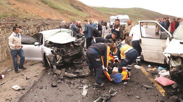 Kaza, önceki gün saat 06.00 sıralarında Erzurum-Bingöl kara yolunda meydana geldi.