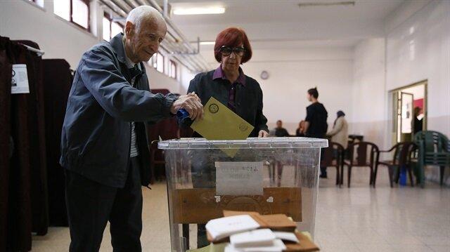 Turkey votes for constitutional referendum