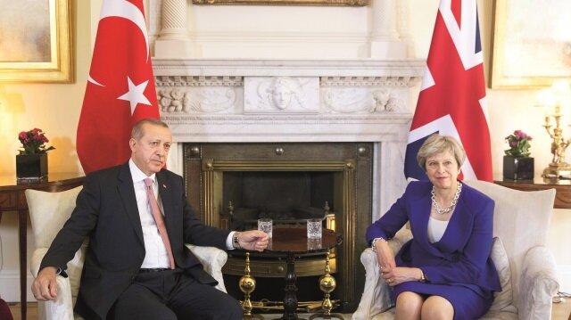 Cumhurbaşkanı Erdoğan ile İngiltere Başbakanı Theresa May, '10 Numara' olarak bilinen Başbakanlık Ofisi'nde bir araya geldi.
