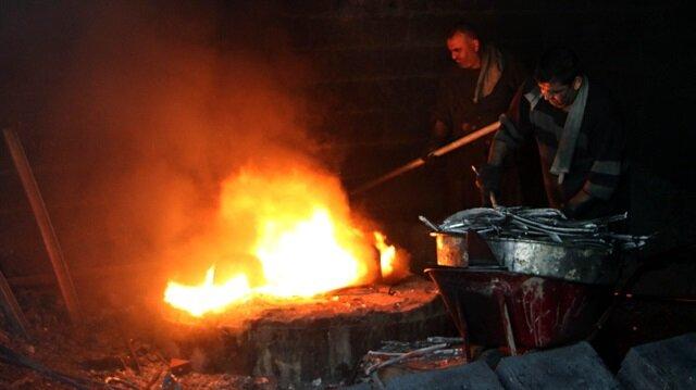 Kahramanmaraş'ta yaşayan döküm işçileri, mesaiye sahurdan sonra başlıyor.