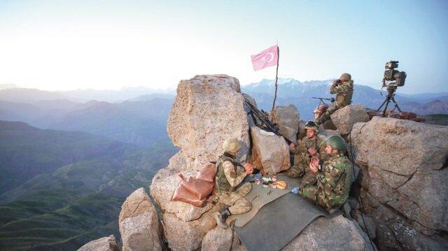 Mehmetçik, bir yandan PKK terörüyle mücadele ederken bir yandan da Ramazan'ın bereketinden nasipleniyor.