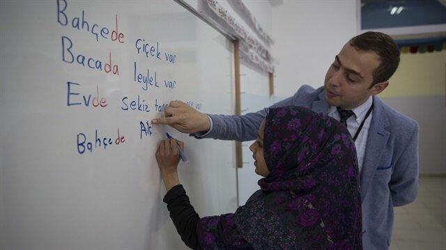 MEB 2 yıl gibi kısa sürede 600 bine yakın Suriyeli çocuğa eğitim hizmeti verdi.
