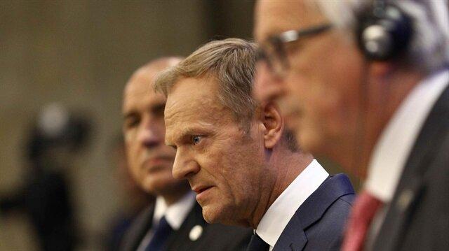 Avrupa Birliği Konseyi Başkanı Donald Tusk (ortada)