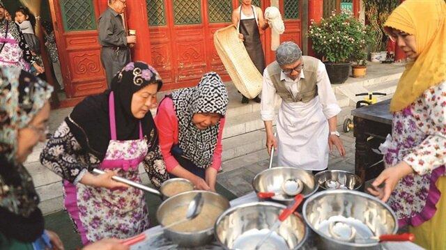 Çin'de Ramazanbir sofrada geçiyor