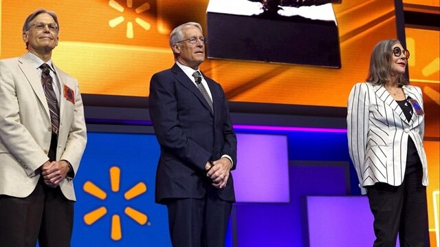 Dünyanın en zengin ailesi Walmart marketlerinin kurucusu olan Walton ailesi oldu.