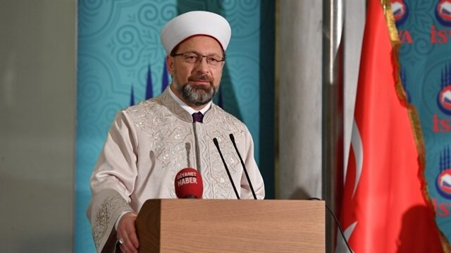 Prof. Dr. Erbaş, öğrencilere hitap ederek, Ramazan ayının Kur'an ayı olduğunu ifade etti.