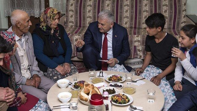 Başbakan Yıldırım vatandaşın evinde iftar yaptı
