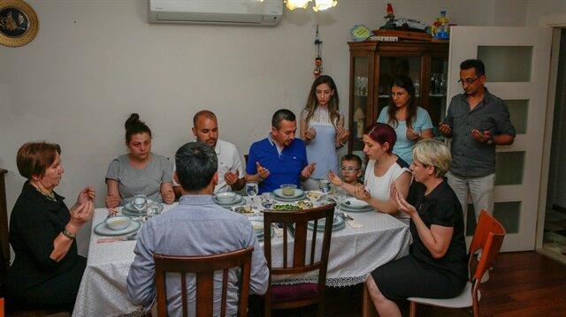 Ekiplerimiz, Ramazan ayının ilk iftarını açmak için Muratpaşa ilçesine bağlı Doğuyaka Mahallesi'nde yaşayan Balakan ailesine konuk oldu.